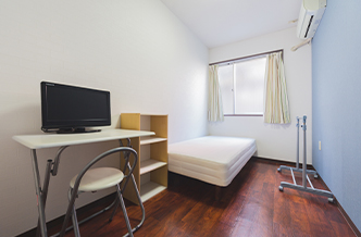 Just 1min from station, it makes your daily life much more comfortable.